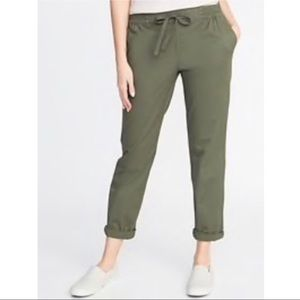 NWT Old Navy Draw String Chino Cropped pants.